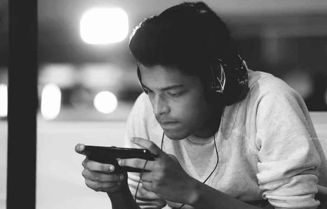 Jonathan playing pubg on iPhone